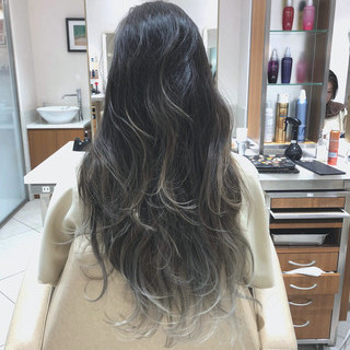 ナチュラル アンニュイほつれヘア バレイヤージュ ハイライト ヘアスタイルや髪型の写真・画像