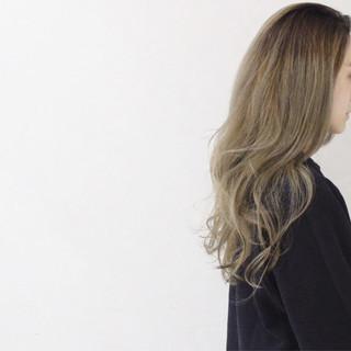 外国人風 パーマ ロング ガーリー ヘアスタイルや髪型の写真・画像