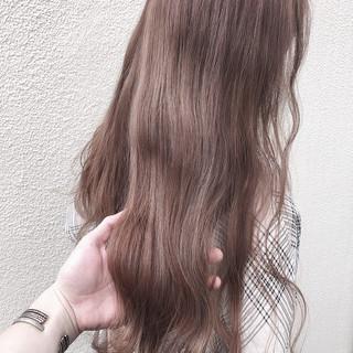 オリーブベージュ ピンクベージュ セミロング ナチュラル ヘアスタイルや髪型の写真・画像