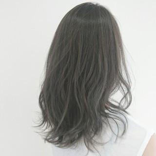 ナチュラル アッシュグレージュ ハイライト アッシュ ヘアスタイルや髪型の写真・画像
