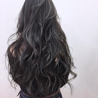 リラックス フェミニン シルバー グレージュ ヘアスタイルや髪型の写真・画像
