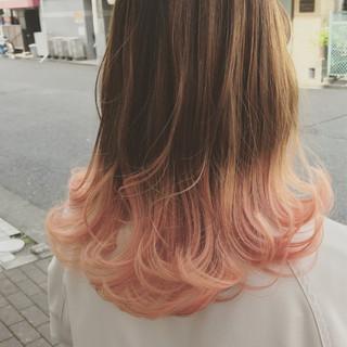 ピンク ロブ ミディアム ウェーブ ヘアスタイルや髪型の写真・画像