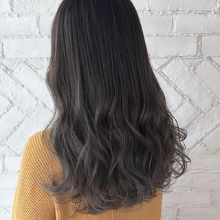 グレージュ 外国人風カラー ハイトーン アンニュイ ヘアスタイルや髪型の写真・画像