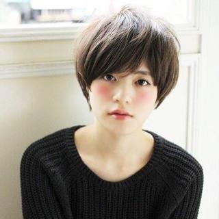 マッシュ 大人かわいい アッシュグレージュ 外国人風 ヘアスタイルや髪型の写真・画像
