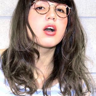 セミロング くせ毛風 ナチュラル 外国人風 ヘアスタイルや髪型の写真・画像