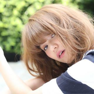 ミディアム ヘアアレンジ 外ハネ ピュア ヘアスタイルや髪型の写真・画像
