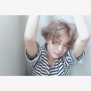 くせ毛風 ハイトーン ブリーチ ダブルカラー ヘアスタイルや髪型の写真・画像