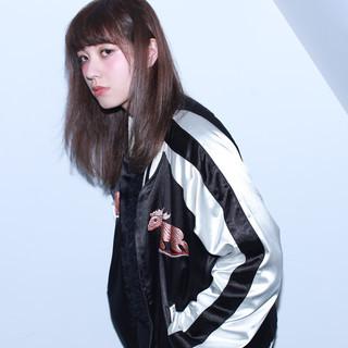 アッシュ 外国人風 ガーリー セミロング ヘアスタイルや髪型の写真・画像