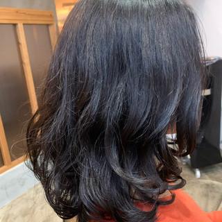 デジタルパーマ セミロング ふんわり フェミニン ヘアスタイルや髪型の写真・画像