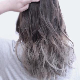 大人かわいい 透明感 グラデーションカラー アッシュ ヘアスタイルや髪型の写真・画像