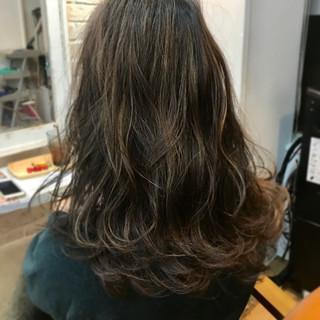 透明感 パーマ リラックス ストリート ヘアスタイルや髪型の写真・画像