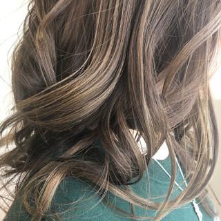 イルミナカラー グレージュ 上品 ロング ヘアスタイルや髪型の写真・画像 ヘアスタイルや髪型の写真・画像