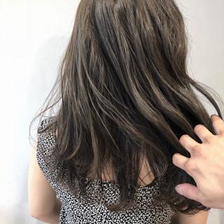 ブルージュ セミロング ナチュラル アッシュグラデーション ヘアスタイルや髪型の写真・画像