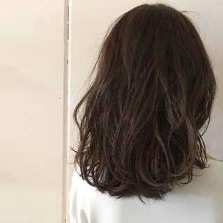 ハイライト ミディアム グレージュ アッシュ ヘアスタイルや髪型の写真・画像