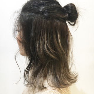 ショート ミディアム インナーカラー ストリート ヘアスタイルや髪型の写真・画像