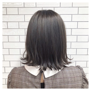 ナチュラル 外ハネ 暗髪 切りっぱなし ヘアスタイルや髪型の写真・画像