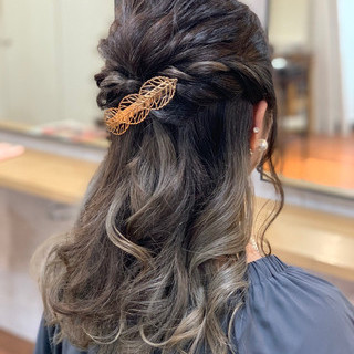 ホワイトグレージュ 簡単ヘアアレンジ ナチュラル グレージュ ヘアスタイルや髪型の写真・画像