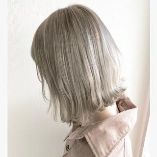 ミルクティーベージュ ショートヘア ボブ 切りっぱなしボブ ヘアスタイルや髪型の写真・画像