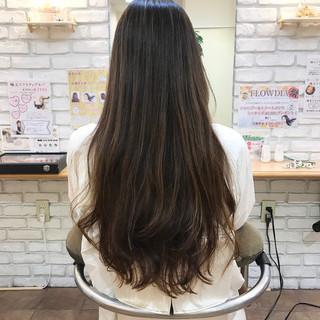 ナチュラル ロング ゆるふわパーマ 透明感カラー ヘアスタイルや髪型の写真・画像