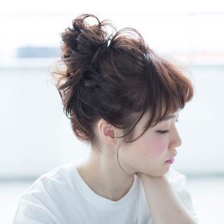 ミディアム お団子 ナチュラル お団子ヘア ヘアスタイルや髪型の写真・画像