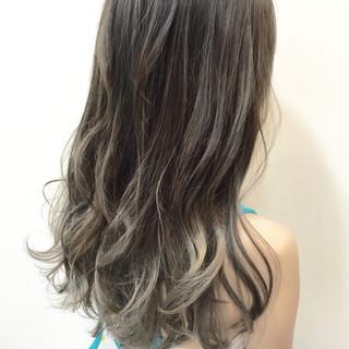 ガーリー シルバー 透明感 グレージュ ヘアスタイルや髪型の写真・画像