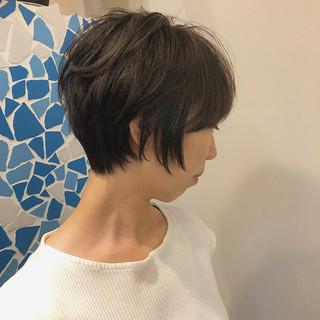 大人かわいい ナチュラル グレージュ ショートヘア ヘアスタイルや髪型の写真・画像