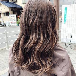 アンニュイ セミロング ミルクティーベージュ ゆるふわ ヘアスタイルや髪型の写真・画像
