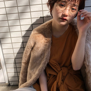 ひし形シルエット 眼鏡 くせ毛風 オン眉 ヘアスタイルや髪型の写真・画像