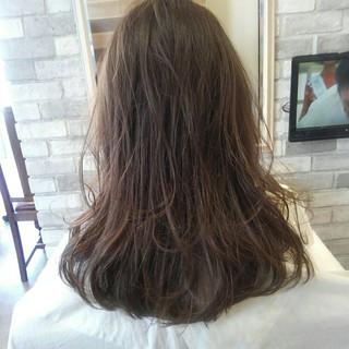 ロング ルーズ アッシュ ナチュラル ヘアスタイルや髪型の写真・画像