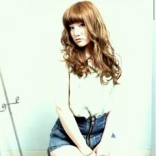 ハイトーン ロング アッシュ 前髪パッツン ヘアスタイルや髪型の写真・画像