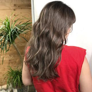バレイヤージュ ベージュ コントラストハイライト ストリート ヘアスタイルや髪型の写真・画像