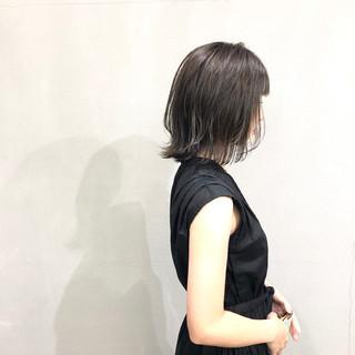 ラベンダーグレー 簡単スタイリング 外ハネボブ イルミナカラー ヘアスタイルや髪型の写真・画像