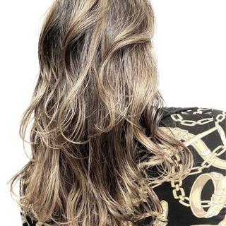 セミロング ナチュラル グラデーションカラー ブリーチカラー ヘアスタイルや髪型の写真・画像