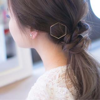 ローポニーテール ゆるふわ ポニーテール ナチュラル ヘアスタイルや髪型の写真・画像