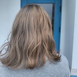 圧倒的透明感 ブリーチ エレガント デザインカラー ヘアスタイルや髪型の写真・画像