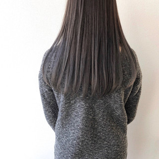 ロング モノトーン シルバーグレイ シルバーアッシュ ヘアスタイルや髪型の写真・画像