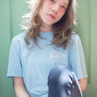 大人かわいい ストリート ウェーブ フェミニン ヘアスタイルや髪型の写真・画像