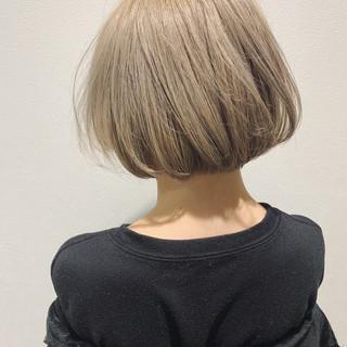 ホワイトシルバー ボブ シルバーアッシュ ミルクティーベージュ ヘアスタイルや髪型の写真・画像