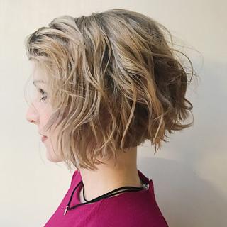 ニュアンス ウェーブ リラックス アンニュイ ヘアスタイルや髪型の写真・画像
