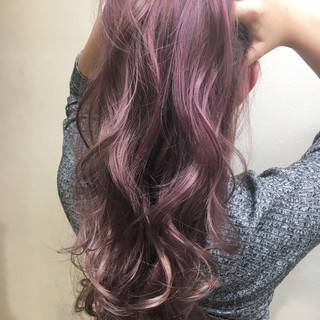 エレガント ブリーチ ハイライト パープル ヘアスタイルや髪型の写真・画像