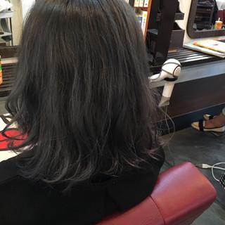 グレー ブルージュ グレーアッシュ ミディアム ヘアスタイルや髪型の写真・画像 ヘアスタイルや髪型の写真・画像
