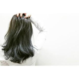 アッシュ 透明感 セミロング 外国人風 ヘアスタイルや髪型の写真・画像