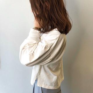 アッシュベージュ 無造作 無造作ヘア セミロング ヘアスタイルや髪型の写真・画像