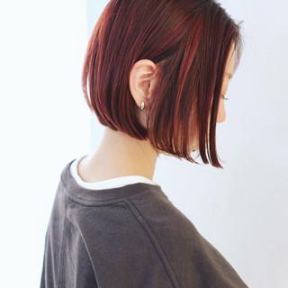 グラデーションカラー ベリーピンク ピンク 切りっぱなしボブ ヘアスタイルや髪型の写真・画像