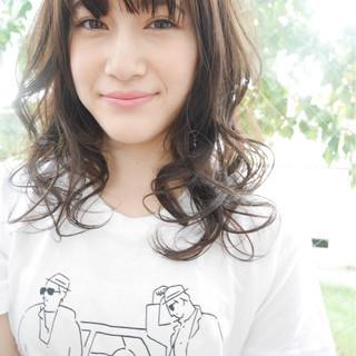 アンニュイ 前髪あり セミロング ナチュラル ヘアスタイルや髪型の写真・画像