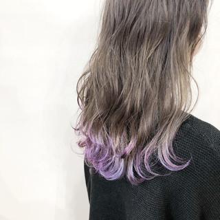 波ウェーブ フェミニン セミロング パープルカラー ヘアスタイルや髪型の写真・画像