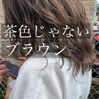 圧倒的透明感 ブラウンベージュ ナチュラル 波巻き ヘアスタイルや髪型の写真・画像