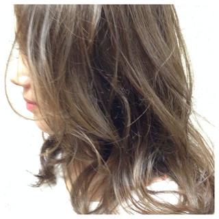 ナチュラル こなれ感 ウェットヘア ブルージュ ヘアスタイルや髪型の写真・画像 ヘアスタイルや髪型の写真・画像