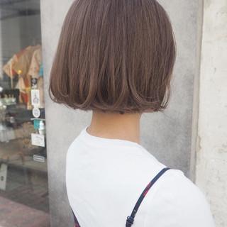 ブラウンベージュ ナチュラル イルミナカラー オフィス ヘアスタイルや髪型の写真・画像