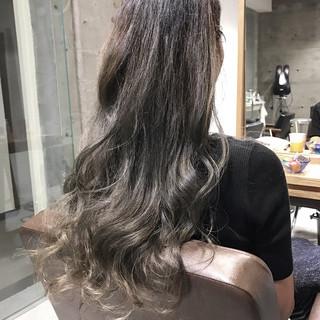グラデーションカラー アッシュグレージュ ロング ダブルカラー ヘアスタイルや髪型の写真・画像